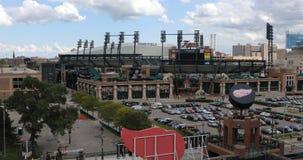 Parque de Comerica con Ford Field en Detroit 4K