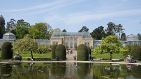 Parque de construção histórico de Alemanha do jardim zoológico de Wilhema foto de stock