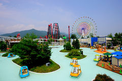Parque de diversões das montanhas de Fuji-q em Japão Imagens de Stock