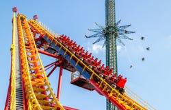 Parque de diversões em Viena, montanha russa imagem de stock