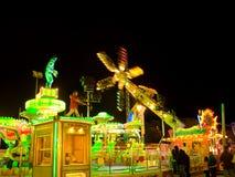 Parque de diversões na noite foto de stock royalty free
