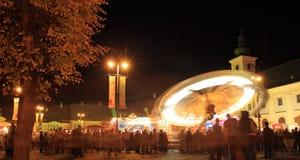 Parque de diversões no grande quadrado, Sibiu, Romania Fotos de Stock