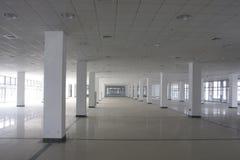 Parque de estacionamento concreto da selva Imagens de Stock