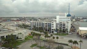Parque de estacionamento da margem perto do porto em Fort Lauderdale florida EUA filme