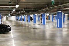 Parque de estacionamento do porão Imagens de Stock Royalty Free