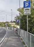 Parque de estacionamento na cidade turística Piran, Eslovênia Imagens de Stock Royalty Free