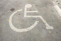 Parque de estacionamento para deficiente fotografia de stock