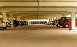 Parque de estacionamento subterrâneo Imagens de Stock Royalty Free