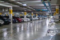 Parque de estacionamento subterrâneo da construção Fotos de Stock Royalty Free