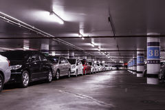Parque de estacionamento subterrâneo do carro Fotografia de Stock Royalty Free