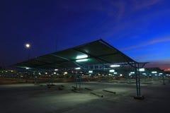 Parque de estacionamento vazio imagens de stock royalty free