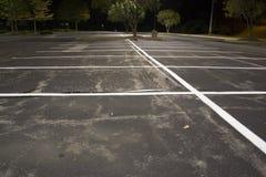Parque de estacionamento vazio na noite Imagens de Stock Royalty Free