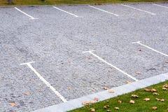 Parque de estacionamento vazio para carros imagens de stock royalty free