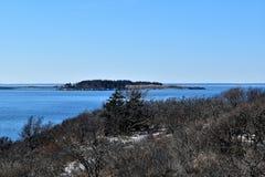 Parque de estado de dos luces y vista al mar circundante en el cabo Elizabeth, el condado de Cumberland, Maine, YO, Estados Unido imagen de archivo