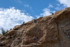 Parque de estado de la cala de Malibu - 11 de mayo de 2019: Escaladores de roca en el parque de estado de la cala de Malibu en la fotografía de archivo