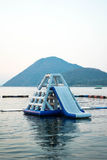 Parque de flutuação inflável azul da água Fotografia de Stock Royalty Free