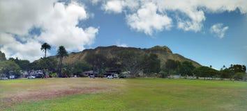 Parque de Kapiolani en durante el día con Diamond Head y las nubes foto de archivo libre de regalías