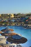 Parque de la aguamarina con los paraguas y las diapositivas Fotos de archivo libres de regalías