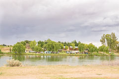 Parque de la caravana al lado del río de Riet Imagen de archivo libre de regalías