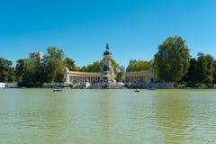 Parque de la charca agradable del retratamiento, Madrid Imagen de archivo