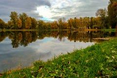 Parque de la ciudad del paisaje del otoño Imagen de archivo libre de regalías