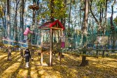 Parque de la cuerda de la aventura que sube Foto de archivo libre de regalías