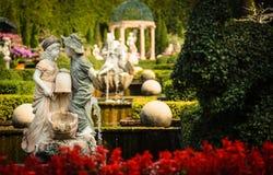 Parque de la estatua, dos niños imágenes de archivo libres de regalías