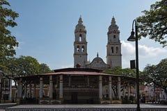 Parque de la independencia con la catedral en San Francisco de Campeche, México fotografía de archivo libre de regalías