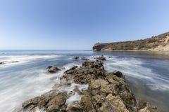 Parque de la línea de la playa de la ensenada del olmo de la falta de definición de movimiento del Océano Pacífico en Califor Imágenes de archivo libres de regalías