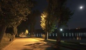 Parque de la noche Imagenes de archivo