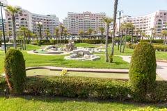 Parque de la palma en la costa de Sunny Beach - visión desde el mar, Bulgaria Foto de archivo