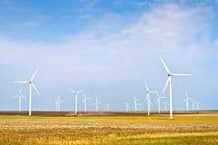Parque de la turbina de viento en Rumania Imagenes de archivo