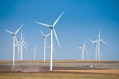 Parque de la turbina de viento en Rumania imagen de archivo libre de regalías