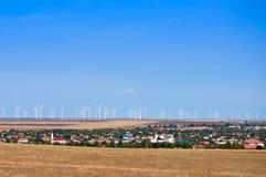 Parque de la turbina de viento en Rumania fotos de archivo