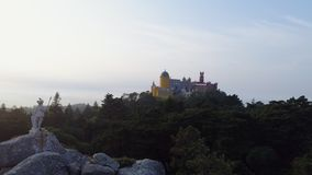 Parque de la visión aérea cerca del palacio Pena en el pico almacen de metraje de vídeo