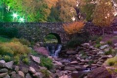 Parque de las caídas en la noche Foto de archivo