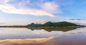 Parque de las FO Khao Loung del panorama cerca de la presa de Wang Rom Klao Imágenes de archivo libres de regalías