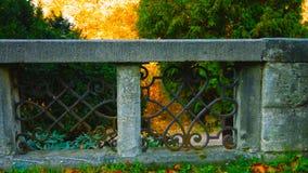 Parque de Lazienki com teatro e o pal?cio inspirados romanos na ?gua em Vars?via, Pol?nia - imagem imagem de stock