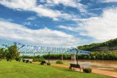 Parque de margem de Ashland Kentucky ao longo do Rio Ohio fotografia de stock royalty free