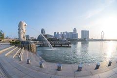 Parque de Merlion con salida del sol en la ciudad de Singapur, Singapur Foto de archivo libre de regalías