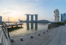 Parque de Merlion con salida del sol en la ciudad de Singapur, Singapur Imagen de archivo