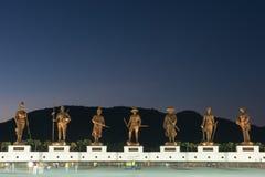 Parque de Ratchapak y las estatuas de siete reyes tailandeses anteriores Imagenes de archivo