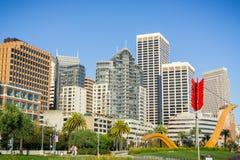 Parque de Rincon e arranha-céus do distrito financeiro, San Francisco imagens de stock royalty free