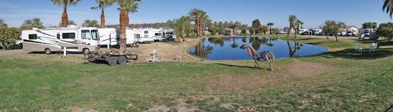Parque de rv que acampa - panorama Imagenes de archivo