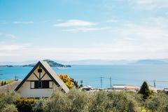 Parque de Shodoshima y pueblo de playa verdes olivas en Shikoku, Japón fotos de archivo