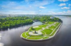 Parque de Strelka em Yaroslavl, Rússia imagens de stock royalty free