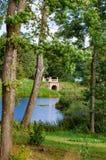 Parque de Uzutrakis por E f André na península de Galves e de lago Skaistis perto de Trakai Foto de Stock
