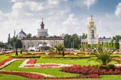 Parque de VDNKh con vieja arquitectura soviética en Moscú Imagen de archivo libre de regalías