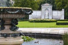 Parque de Volksgarten y poeta Franz Grillparzer del monumento Fotografía de archivo
