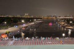 Parque de Yeouido Hangang na noite no verão em Seoul, Coreia do Sul imagem de stock royalty free
